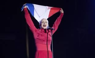 Emilie Satt, du duo Madame Monsieur, lors d'un concert à Antibes, en juillet 2018.