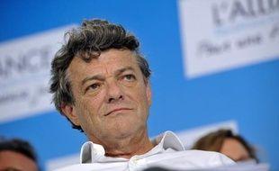 """Le Parti radical (PR), présidé par Jean-Louis Borloo, a indiqué jeudi soir """"s'étonner"""" et """"regretter"""" le choix personnel de François Bayrou (MoDem) en faveur du candidat socialiste François Hollande, pour le second tour de l'élection présidentielle."""