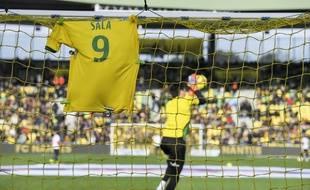 Le maillot de Sala derrière le but de Tatarusanu avant le match.