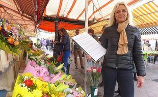 La fleuriste du cours Saleya Christelle Bourdin a déjà fait signer sa pétition à 670 personnes.