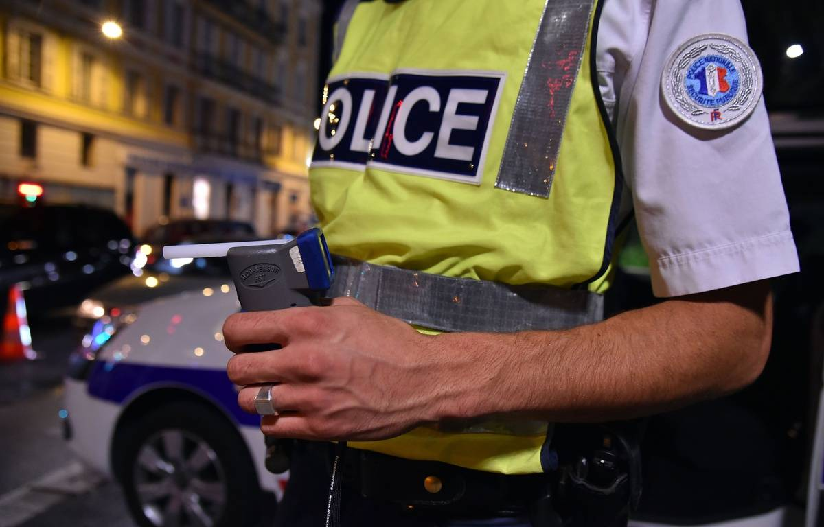 Police controls take part ahead of summer break in Nice, Southern France, on July 3, 2015. Policemen conduct a simple identity check, insurance verification, breath alcohol measurement and driver drug use during the night. Here a general view of an Alcotest. FRANCE - 03/07/2015/BEBERT_0307_006/Credit:BEBERT BRUNO/SIPA/1507051309 – SIPA