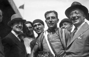 Georges Speicher, le 23 juillet 1933, lors de sa victoire dans le Tour de France, à Paris.