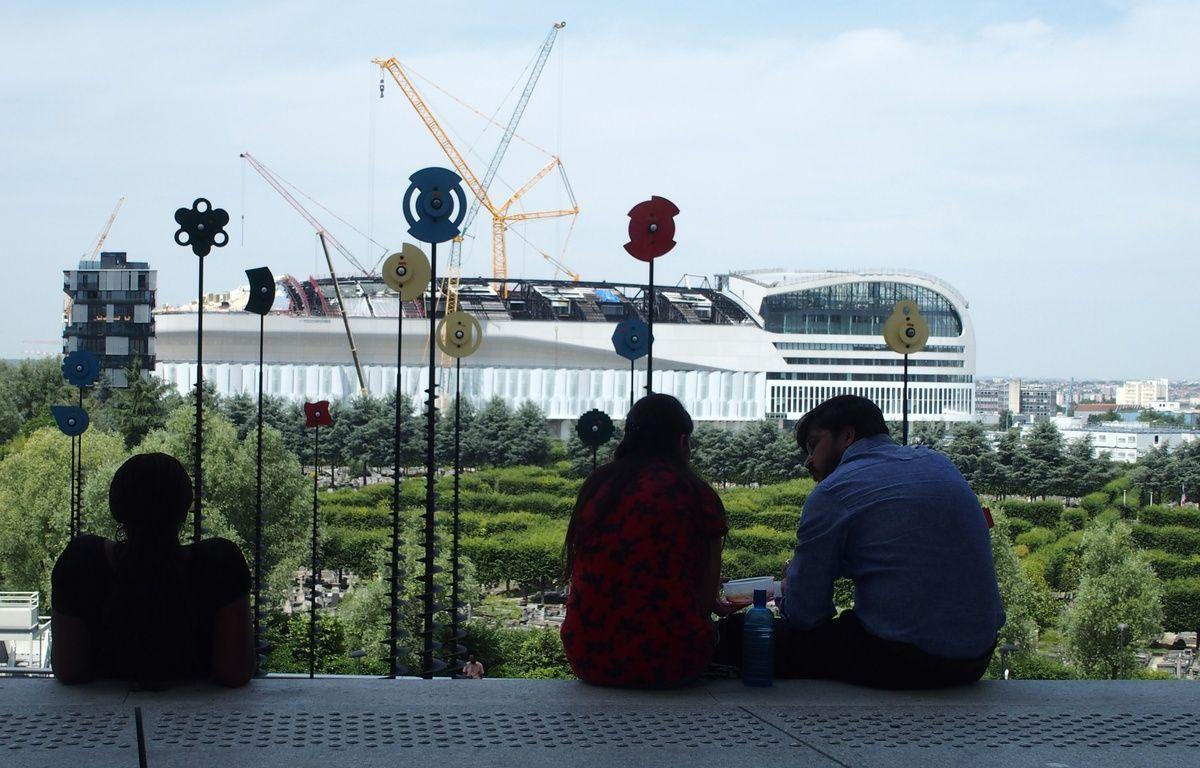 Paris, le 20 juin 2017. La salle U Arena vue de l'esplanade de la Grande Arche de la Défense. – C.ANGER