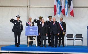 De gauche à droite, Philippe Brinsolaro (frère de Franck Brinsolaro), Dominique Tian (1er adjoint à la ville de Marseille), Laurent Nunez (préfet de police des Bouches-du-Rhône), Stéphane Bouillon (préfet des Bouches-du-Rhône), Jean-Claude Gaudin (maire de Marseille) et Yves Moraine (maire des 6e et 8 arrdt de Marseille)