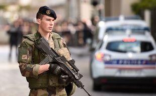 Une voiture a foncé sur des militaires de l'opération Sentinelle mercredi 9 août 2017 à Levallois-Perret (Hauts-de-Seine), faisant 6 blessés dont deux dans un état sérieux.
