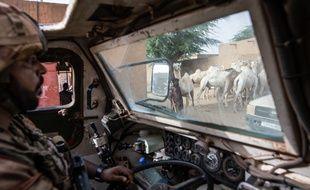 Patrouille des soldats de l'opération Barkhane à Gossi, au Mali en avril 2019
