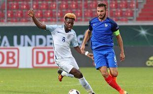Ici opposé à l'Angleterre le 12 juillet, Lucas Tousart a eu un rôle clé cet été en tant que capitaine de l'équipe de France U19, championne d'Europe.