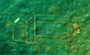 Vue aérienne de la basilique immergée sous le lac Iznik à Bursa, Turquie