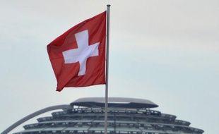 Les banques suisses pourraient être contraintes de livrer leur correspondance, détaillant les noms de leurs employés dans le cadre de l'accord fiscal avec les Etats-Unis, affirme mercredi le Tages Anzeiger.