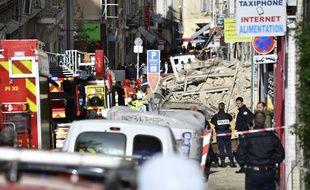 Deux immeubles s'effondrent en plein centre-ville à Marseille.