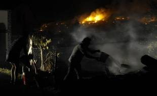 De nouvelles évacuations ont eu lieu dans la nuit de vendredi à samedi sur l'île espagnole de La Gomera, aux Canaries, où un incendie de forêt, qui a ravagé 3.000 hectares, a repris, tandis que plus de 1.000 hectares ont été brûlés en Galice, en pleine canicule.