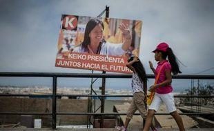 Une affiche de campagne de Keiko Fujimori, le 8 avril 2016 à Lima