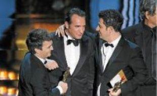 Thomas Langmann, Jean Dujardin, Uggie, et Ludovic Bource aux Oscars.