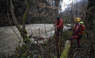 Un sapeur-pompier volontaire est tombé à l'eau lors d'une intervention liée aux conséquences de la tempête Eleanor, jeudi 4 janvier 2017, en Isère. Il est depuis porté disparu.