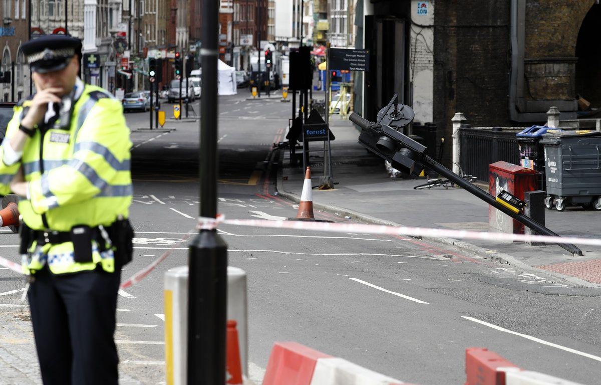 Des policiers près de Borough Market à Londres, le 5 juin – ODD ANDERSEN / AFP