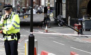 Des policiers près de Borough Market à Londres, le 5 juin