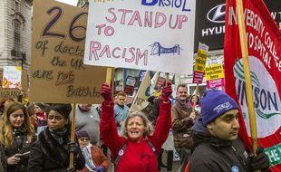"Une manifestation du collectif ""Stand up to Racism"" à Londres, en mars 2016"