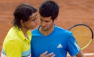 Les tennismen Rafael Nadal et Novak Djokovic lors de la finale du tournoi de Rome, le 3 mai 2009.