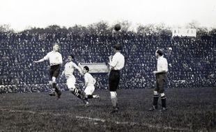 Action du match France-Angleterre, le 5 mai 1921, au stade Pershing, dans le bois de Vincennes.