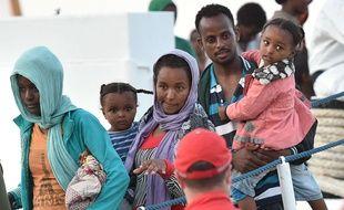Des migrants débarquent en Sicile, le 3 septembre 2015.