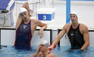 Leveaux et Bernard à la fin de la finale olympique du 50 m à Pékin en août 2008. Le Brésilien Cesar Cielo qui vient de devenir champion olympique est en larmes.