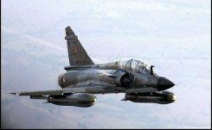 Un avion de chasse Mirage de l'armée de l'Air s'est abîmé en mer lundi au large de Bonifacio, dans l'extrême sud de la Corse, et son pilote s'est tué dans l'accident, a annoncé à l'AFP le service de communication de la Région de gendarmerie de Corse.