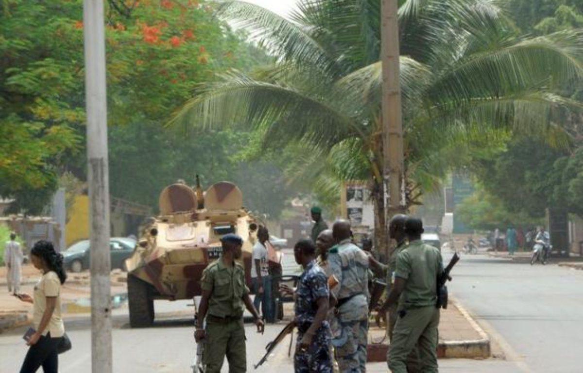 """Bamako et la Communauté économique des Etats de l'Afrique de l'Ouest (Cédéao) ont peaufiné lundi les modalités du déploiement d'une force africaine au Mali pour combattre """"en appui des soldats maliens"""" les islamistes armés qui tiennent le nord du pays. – Habibou Kouyate afp.com"""