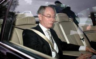 Le roi des Belges Albert II a chargé dimanche le chrétien-démocrate flamand Herman Van Rompuy, actuel président de la chambre des députés, de former un nouveau gouvernement après la démission d'Yves Leterme il y a dix jours.