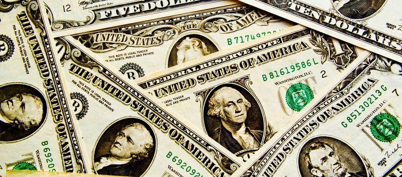 Des billets de dollars. Image d'illustration.