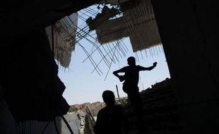 Les soldats syriens et les rebelles s'affrontaient samedi sur de nombreux fronts, notamment à Damas et dans la ville stratégique d'Alep (nord), bombardée par des avions de chasse de l'armée.