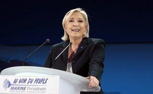 Marine Le Pen lors de son discours après les résultats du premier tour de l'élection présidentielle le 23 avril 2017 à Hénin-Beaumont.