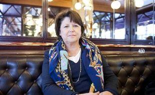 Martine Aubry, dans la brasserie Terminus Nord, à Paris, le 15 avril 2012.