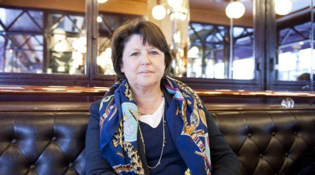 Martine Aubry, dans la brasserie Terminus Nord, à Paris, le 15 avril 2012. – V. WARTNER / 20 MINUTES