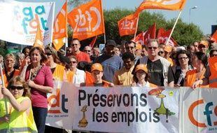 Environ 250 personnes selon les gendarmes ont manifesté mercredi pour soutenir les salariés de l'abattoir Doux de Sérent (Morbihan), un atelier du groupe frais du volailler en liquidation judiciaire, pour lequel les offres de reprise doivent être déposées avant vendredi, a constaté l'AFP.
