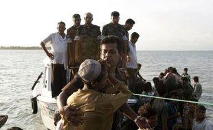 Les violences communautaires ont fait au moins trois morts supplémentaires lors de nouveaux affrontements dans l'ouest de la Birmanie, malgré l'état d'urgence imposé depuis dix jours
