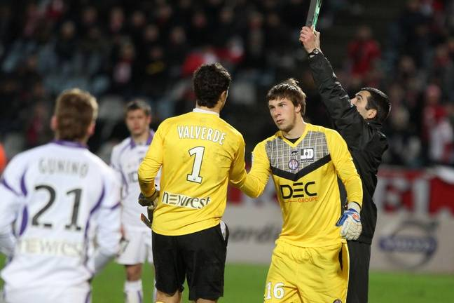 Lille, le 13 féŽvrier 2011. Marc Vidal remplace Matthieu Valverde, touché. Une semaine plus tard, ce sera au tour du jeune gardien de se blesser contre Rennes.