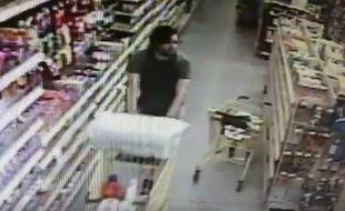 Le 7 juin 2016, dans une épicerie de la ville d'Hernando (Etats-Unis), un homme a tenté de kidnapper une adolescente. La mère de la jeune fille est intervenue.