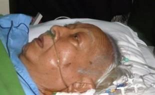 """L'ex-dictateur indonésien Suharto, 86 ans, hospitalisé à Jakarta depuis le 4 février, est dimanche dans un état """"très critique"""", a indiqué l'un de ses médecins."""
