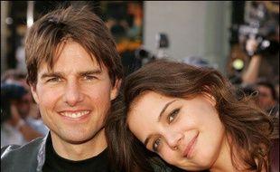 """Tom Cruise et sa fiancée Katie Holmes, enceinte de sept mois, ont démenti avec force une rumeur de rupture lancée par un magazine américain, la qualifiant de """"fausse à cent pour cent"""" et """"malveillante""""."""