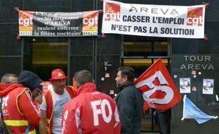 Manifestation de salariés d'Areva au siège du groupe à La Défense le 15 octobre 2015