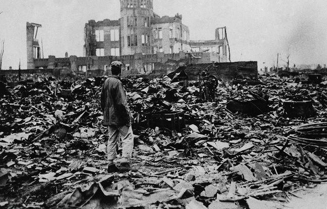 Il y a 70 ans 648x415_homme-observe-ruines-ville-hiroshima-apres-explosion-bombe-atomique-6-aout-1945