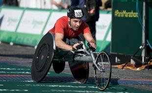 Un para-cycliste participe au 40ème marathon de Paris