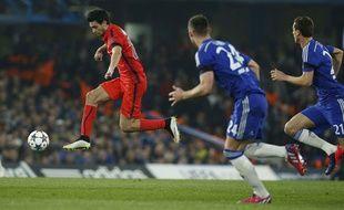 Javier Pastore prend le dessus sur la défense de Chelsea, le 11 mars 2015.