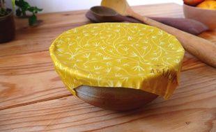 Les tissus enduits à la cire d'abeille permettent de remplacer le film alimentaire et l'aluminium.