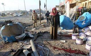 Au moins douze personnes ont été tuées mardi dans des violences visant des quartiers chiites de Bagdad et des maisons de policiers à Abou Ghraib, ville proche de la capitale, selon des sources de sécurité et médicales.