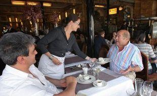 """La fréquentation globale des restaurants est en hausse mais profite surtout aux établissements """"démarqués"""": ceux qui sont thématisés, mono-produit, qui affichent des prix bas, ou des produits haut de gamme avec service rapide, selon une étude du cabinet Gira Conseil."""