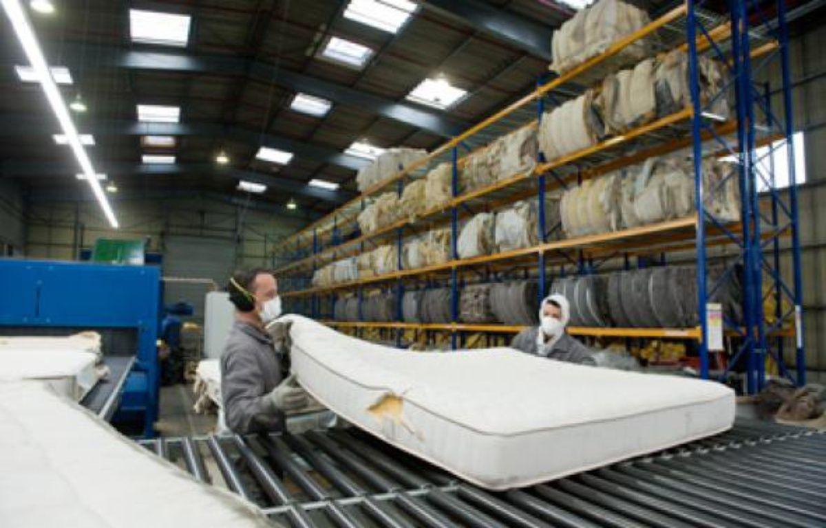 L'usine Recyc-Matelas Europe à Limay est la première à recycler sommier et matelas en France – S.ORTOLA/20MINUTES