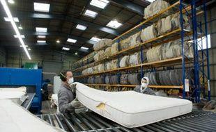 L'usine Recyc-Matelas Europe à Limay est la première à recycler sommier et matelas en France
