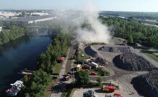 L'incendie s'est déclaré sur une parcelle attenante à l'usine d'incinération de Strasbourg.