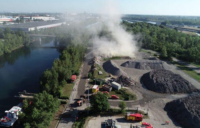 Des nuages de fumée et une odeur de brûlé à Strasbourg après un incendie près de l'incinérateur du Rohrschollen